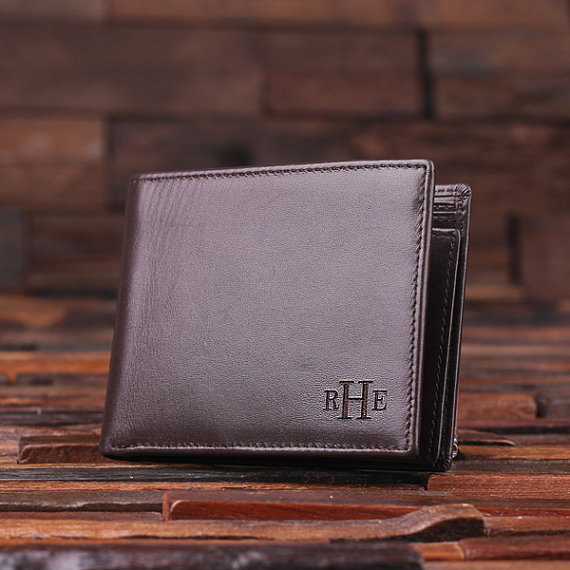 Hochzeit - Personalized Monogrammed Engraved Genuine Leather Bifold Mens Wallet with Optional Wood Gift Box Groomsmen, Best Man, Father's Day Gift