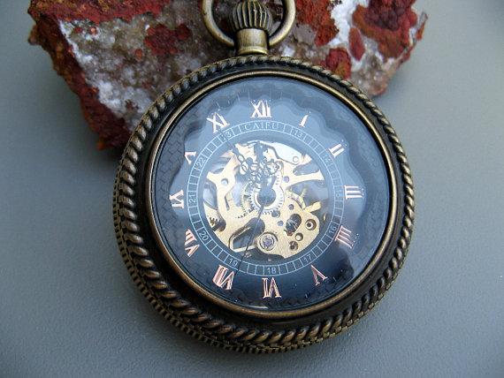 Mariage - Antique Bronze Mechanical Pocket Watch - Pocket Watch Chain - Glass Magnifying Cover - Steampunk Victorian Era - Groomsmen - Item MPW110