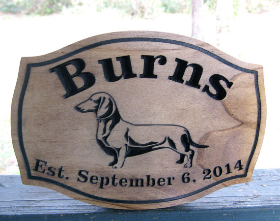 Свадьба - Weiner Dog Personalized Name Wedding Sign Custom Wood Carved Family Name Gift Weiner Dog Decor Wedding Date Sign Pet Lover Gift Idea Weenie