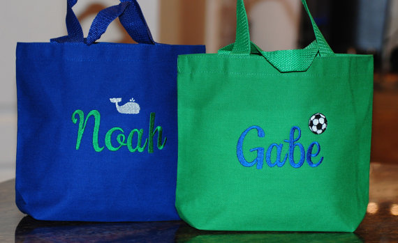 Свадьба - Personalized small  flower girl tote or ring bearer gift wedding craft travel tote Birthday party bags