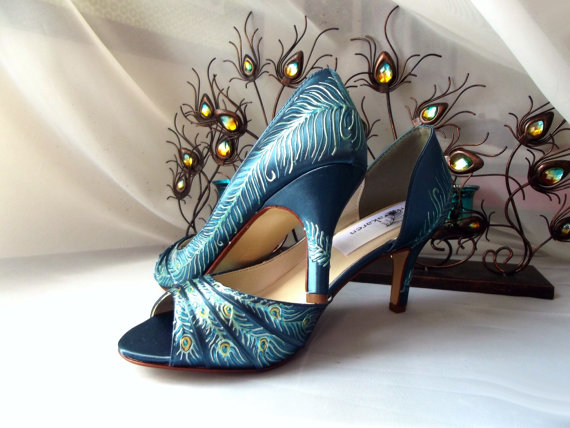 Свадьба - Design your own shoes , Peacock shoes, peacock feather , peacock Wedding , teal shoes, teal satin , Victorian shoes, painted shoes , Kayla