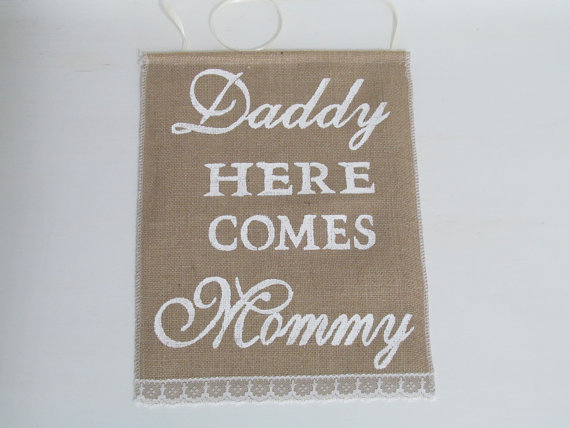 Свадьба - Daddy Here Comes Mommy Sign - Rustic Wedding Sign - Ring Bearer Sign #2