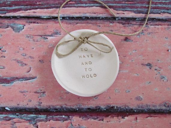 زفاف - Ring bearer pillow alternative, To have and to hold Wedding ring bearer Ring dish Wedding Ring pillow Ceramic ring holder