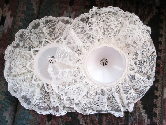 زفاف - REDUCED PRICE/// Two  lace bouquet holders to make your own bridal bouquet, 11 inch, wedding, pale ivory, New Store Stock