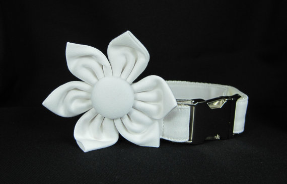 Свадьба - Wedding dog collar-White  Dog Collar with flower set  (Mini,X-Small,Small,Medium ,Large or X-Large Size)- Adjustable