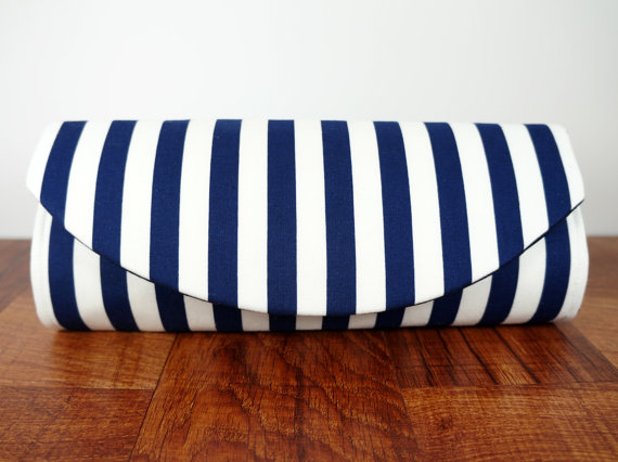 Mariage - Wide blue and white striped nautical clutch bag. Navy blue clutch, nautical wedding, Nautical bride