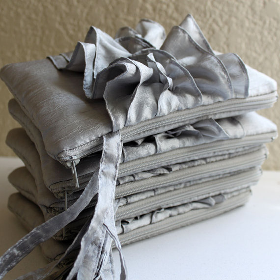 Mariage - SET OF 5 Silver Bridesmaids Clutches/ Bridal Clutch Ruffle Wristlet/ Fairy Tale Wedding