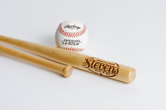 Свадьба - Personalized Mini Baseball Bats, Engraved Groomsmen Ring Bearer Best Man Gift, Wedding Party Favor, Trophy Bat