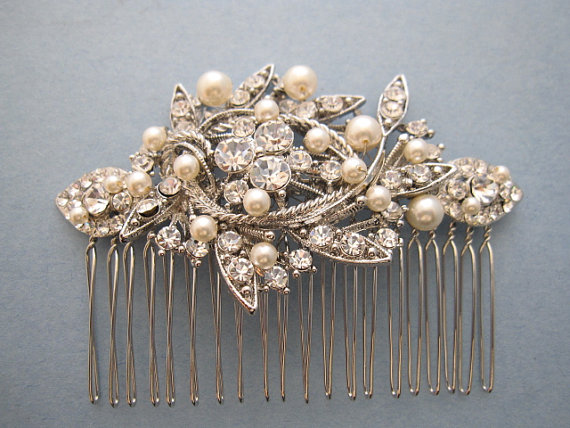 Mariage - Vintage Style Bridal Hair Comb,Crystal Rhinestone and Pearl Wedding Hair Comb,Wedding Hair Accessories,Ivory,white Pearl Comb,headpiece,clip