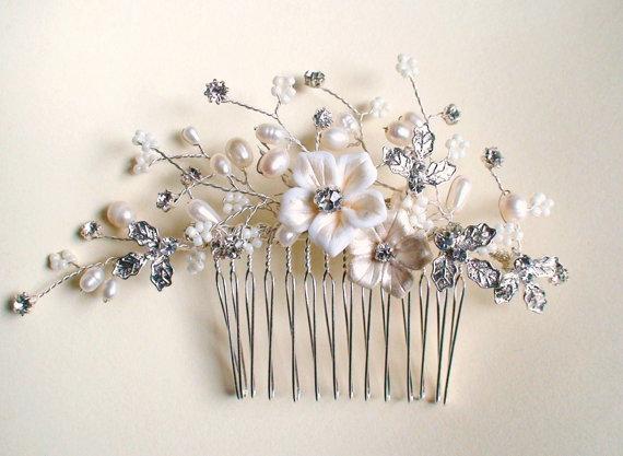 Hochzeit - Ivory flower/ Pearl/ Rhinestone hair comb. Vintage style hair comb. Bridal hair comb. Wedding hair accessories