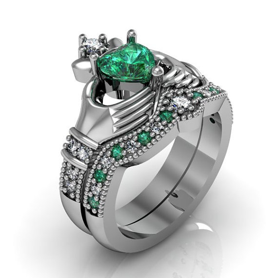 Mariage - Claddagh Ring - Sterling Silver Emerald CZ Love and Friendship Engagement Ring Set
