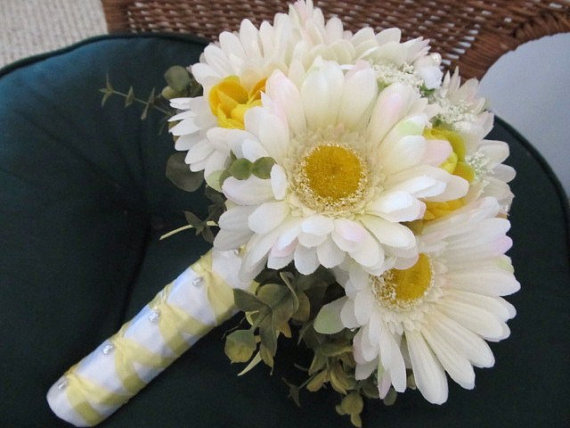 Wedding Bouquet Of Gerbera Daisies : Spring gerbera daisy wedding bouquet in white and yellow