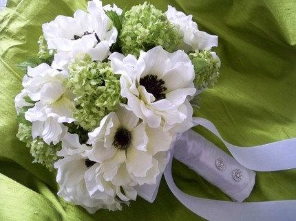 Свадьба - Silk Bouquet of Cream/white Anemones and Lime Green Snowball Bridal Wedding Bouquet
