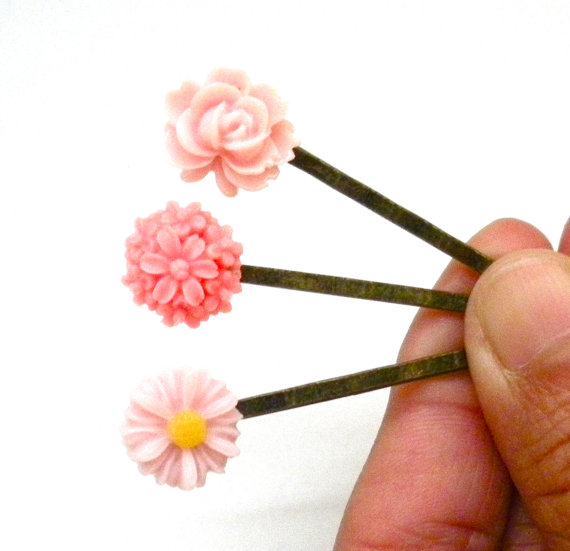 Свадьба - Pretty in Pink Set of Three Resin Cabochon Flower Bobby Pins, Resin Cabochon, Flower Bobby Pins, Hair Accessory