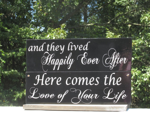 """Mariage - Double Sided Ring Bearer Sign /  Ring Holder / """"Here comes the Love of your life"""" /  """"and they lived Happily Ever After"""" / Painted"""