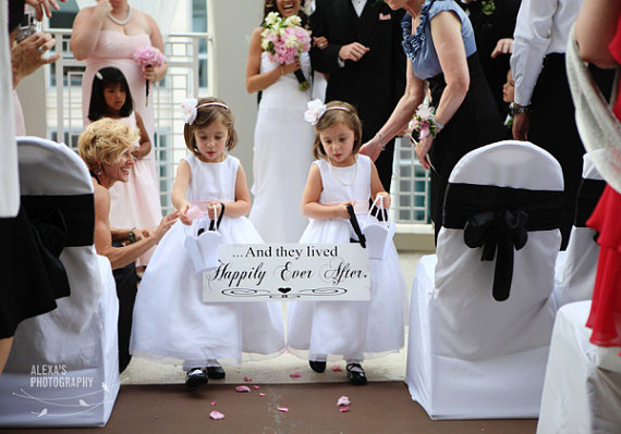 Mariage - Here Comes the Bride with And they lived Happily Ever After Wedding Signs. 8 X 24 in. Crisp Paint -  2-sided. Ring Bearer