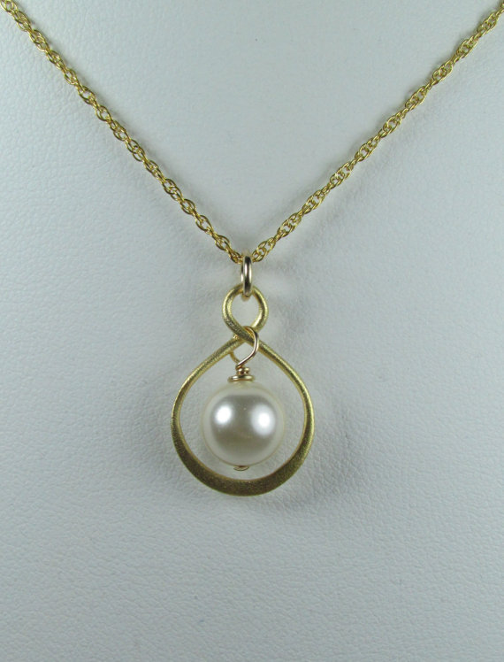 Свадьба - Pearl Bridal Jewelry - Set of 3 - Gold Pearl Infinity Bridal Necklace - Bridal Party Jewelry - Wedding Jewelry