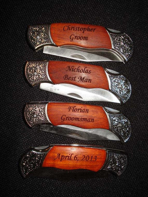 Свадьба - Groomsmen Gifts - 4 Personalized Engraved Pocket Knives. - Best Man - Father of the Bride - Father of the Groom - Ushers