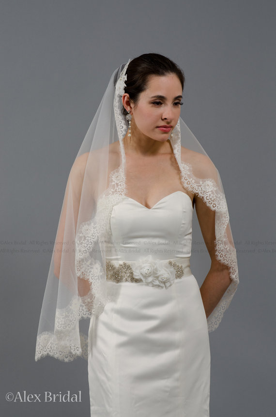 Свадьба - Mantilla bridal wedding veil ivory 50x50 fingertip lace