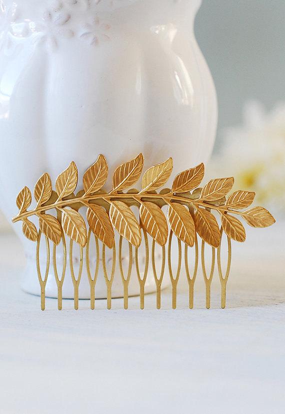 Свадьба - Gold Leaf Hair Comb. Leaf Headpiece, Wedding Hair Accessory, Woodland Hair Accessory, Gold Brass Leaf Branch Hair Comb