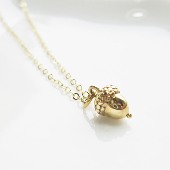 Свадьба - Acorn Pendant Necklace, 14k gold filled, bronze - Winter / Fall Collection, woodland, winter wedding, Holiday Christmas jewelry