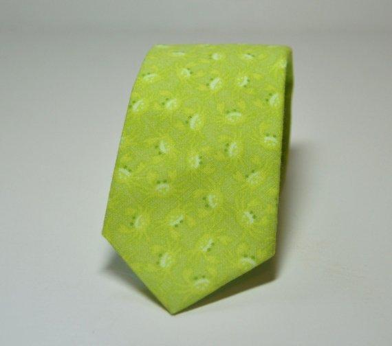 Свадьба - Boy's Necktie in Lime Green Crabs, Nautical Necktie, Lime Green Tie