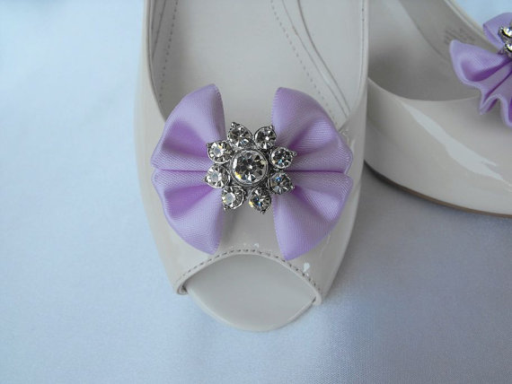 Mariage - Handmade bow shoe clips with rhinestone center bridal shoe clips wedding accessories in lavender