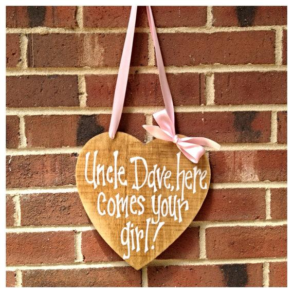 زفاف - Uncle Here Comes Your Girl Heart Sign - Personalize It!