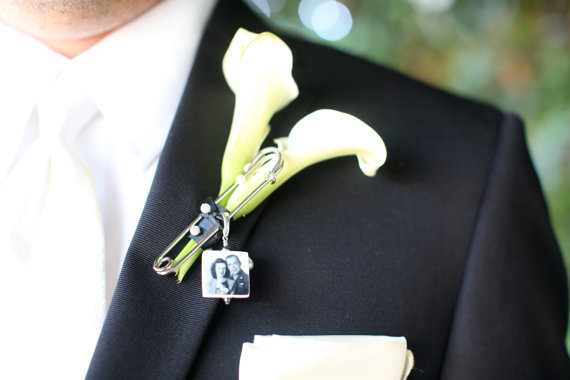 Mariage - BP3 - Boutonniere Pin / Corsage Pin Photo Charm - Small Memorial Charm - Custom Photo Wedding Accessory