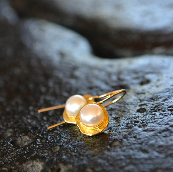 Hochzeit - Gold Pearl Earrings, natural pearl on 18k gold plated base, June birthday, unique design, wedding earrings, bridal jewelry, white and gold