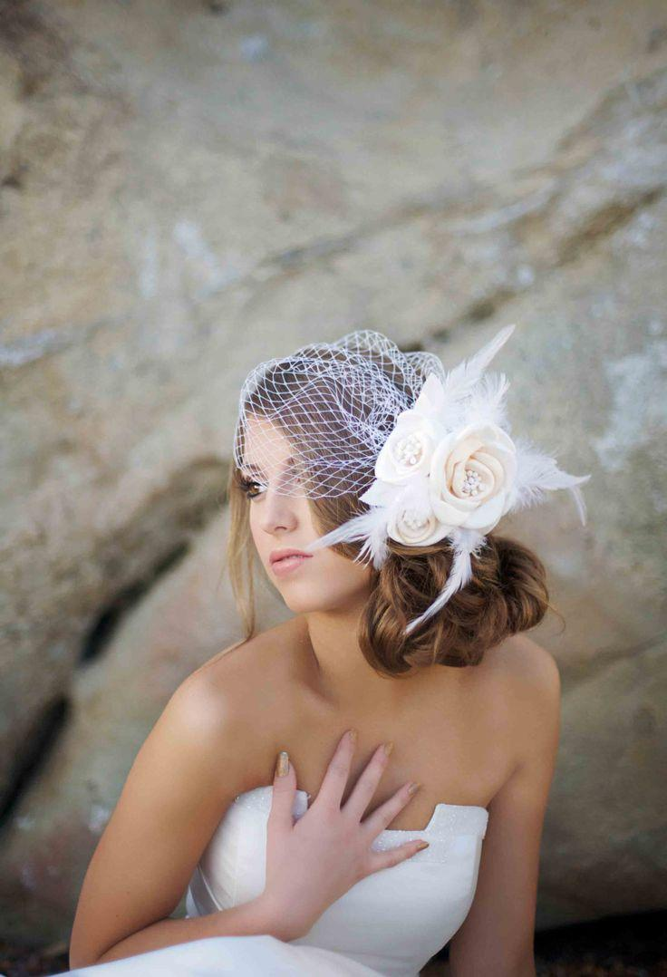 Mariage - Birdcage Veil With Floral Arrangement To The Side