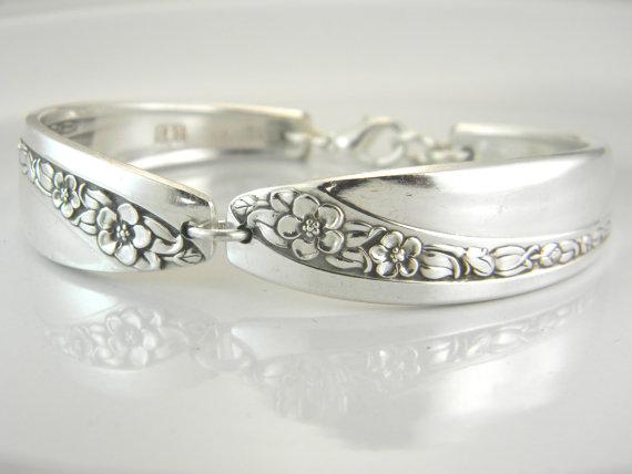 Mariage - FREE ENGRAVING, Spoon Bracelet, Spoon Jewelry, Silver Spoon Bracelet, Bridesmaid Bracelet, Victorian Wedding - 1953 Queen Mary