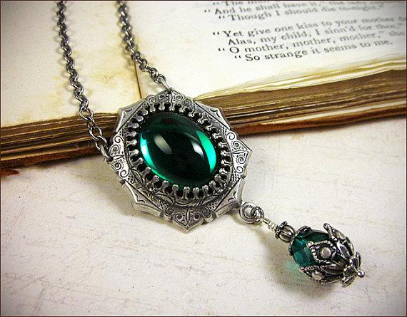 Mariage - Emerald Jewel Renaissance Jewelry, Tudor Costume, Medieval Wedding, Ren Faire, Renaissance Pendant Necklace, Your Choice of Color and Finish