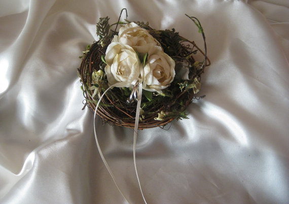 زفاف - Birds Nest Ring Bearer Pillow with Flower Blooms Wedding Rustic Cottage Chic
