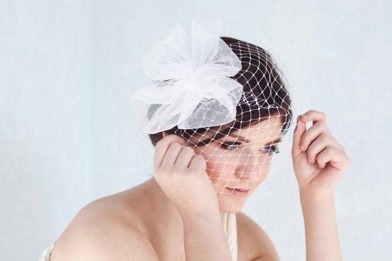 زفاف - Bridal birdcage with tulle pouf in white, bridal tulle headpiece, bridal french veil, bridal hair accessory