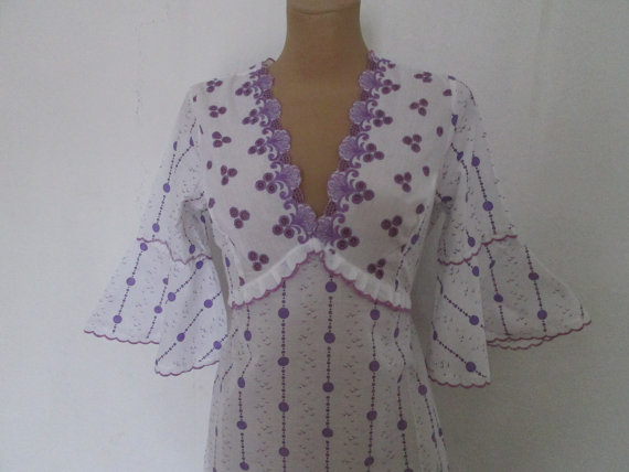 زفاف - Embroidered Nightdress Vintage / White / Violet / Size EUR36 / 38 / UK8 / 10 / Cotton / Poly / Adjustable Straps on Back