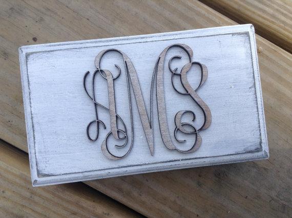 Mariage - Distressed & Engraved Ring Box - CUSTOM Monogram - Ring Box for Ring Bearer or Gift Box Rustic Wedding