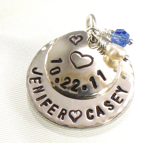 Mariage - Something Blue Bridal Bouquet Charm Pendant for Bride's Flower Bouquet - Hand Stamped with Heart  - Date of Wedding -  Bride and Groom Names