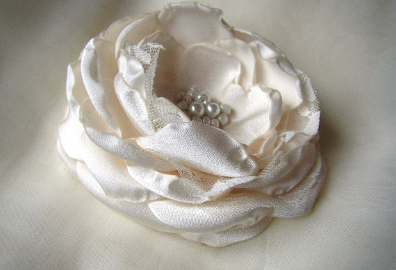 Mariage - Satin Lace Clip Flower - Ivory Hair Piece - Wedding Bridal Accessories - Large Hairpiece - Ivory Hair Clip - Ivory Lace Headpiece