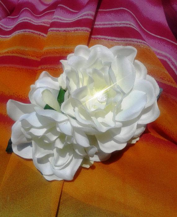 Mariage - GARDENIA HAIR CLIP - Tropical Flower Clip, Wedding Flowers, Bridal Accessory, Fascinator, Beach Wedding, Hair Accessory, Hawaiian Flowers