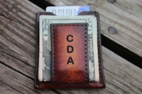 Свадьба - Groomsmen Gift Personalized --BROWN   Leather Wallet & Money Clip-Vertical Initials Shown