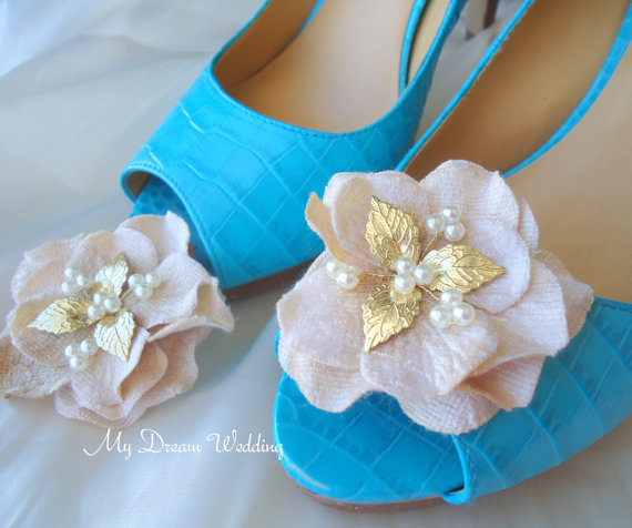 زفاف - Champagne Shoe Clips. Bridal Beige-Champagne Flower with cz pearls and gold leaves decoration. Wedding- leaves N petals 's Collection01-