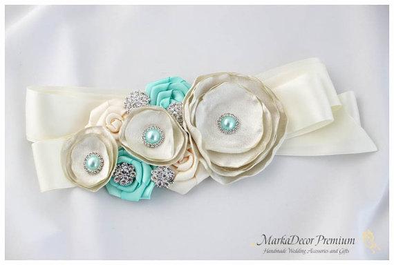 Свадьба - Bridal Custom Sash / Wedding Bridesmaids Belt in Ivory, Aqua Mint, Antique Ivory with Brooches, Beads, Pearls, Crystals, Jewels,  Flowers