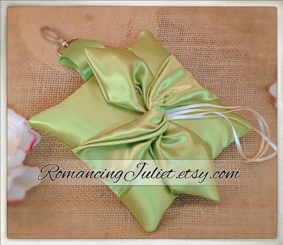 Hochzeit - Knottie Style PET Ring Bearer Pillow...Made in your custom wedding colors...shown in all clover green