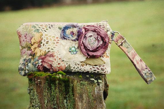 زفاف - Secret Garden Keepsake Wristlet Clutch . Floral Tapestry vintage lace Purple Silk Rose bohemian gypsy rustic wedding bridal brides bag
