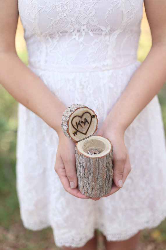 Mariage - Personalized Rustic Wood Ring Bearer Pillow Box Alternative Tree Stump QUICK shipping available