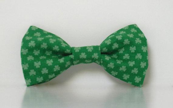 Mariage - St. Patrick's Day Dog Bow Tie Shamrock Four Leaf Clover Collar Wedding Accessories