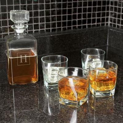 Свадьба - 5 Piece Set Monogram Glass Whiskey Decanter, Groomsmen Gifts, Wet Bar, Home Bar, Man Cave, Father's Day Gift, Birthday, Gift for him