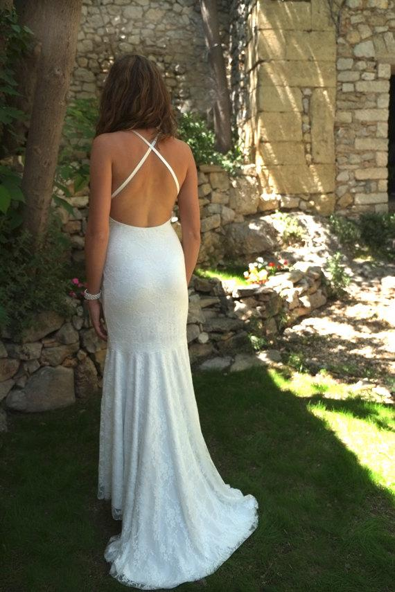 Mariage - Hot Sexy Backless Very Low Open Back Lace Wedding Dress Bridal Halter Beach Wedding Gown Romantic Country Wedding Dresses: IVANA Custom Size