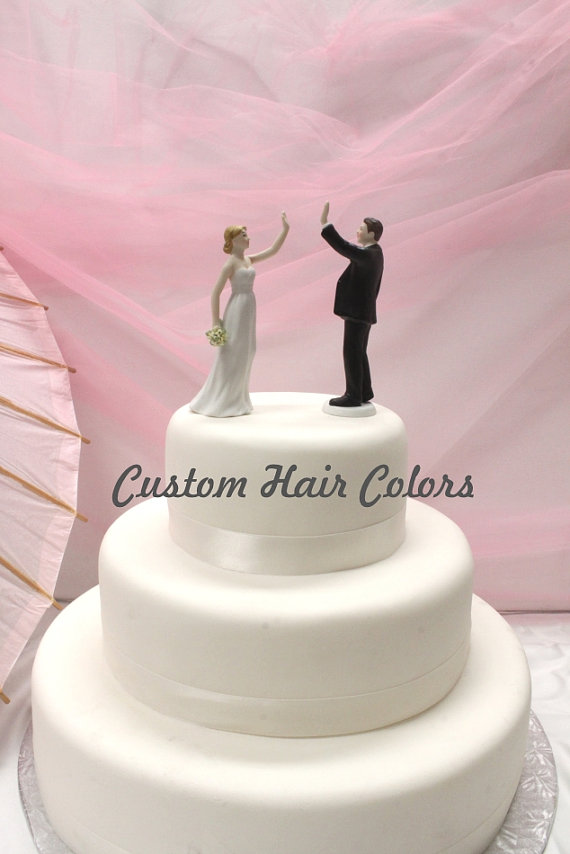 Mariage - Wedding Cake Topper - Personalized Wedding Couple - High Five Bride and Groom - Weddings - Cake Topper - Modern - Fun Cake Topper